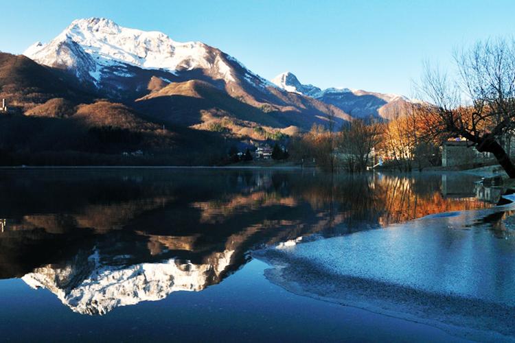 Gtamolazzo Lake - Italian Traditions