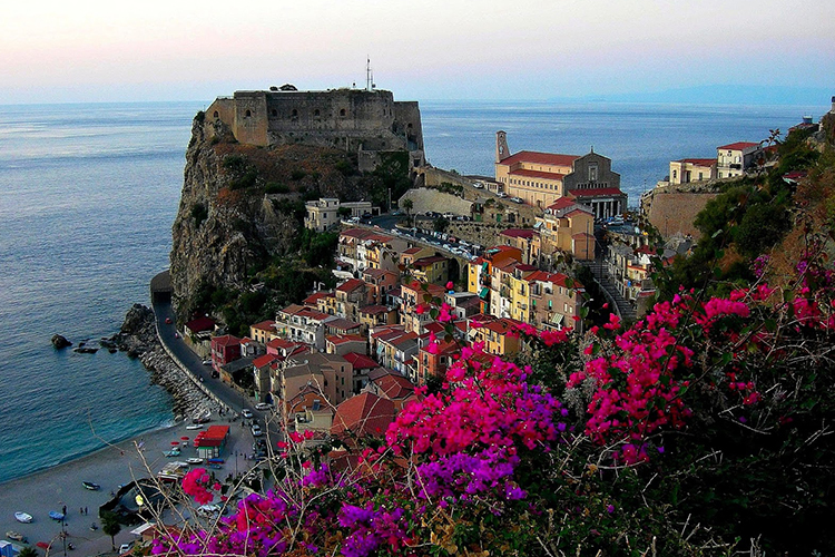 things to see on the seaside in Calabria - Italian Traditions