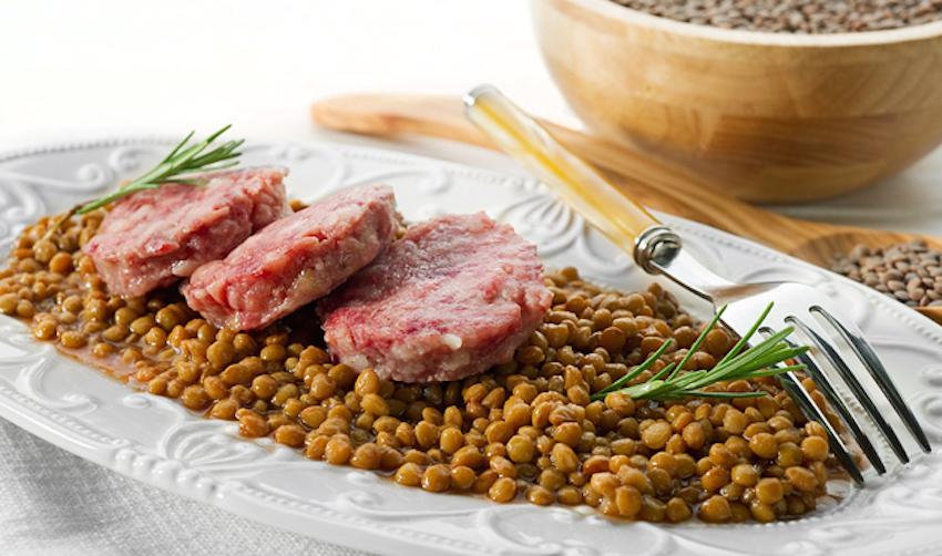 Cotechino con lenticchie, Cotechino with lentils, Cotechino con lentejas, Cotechino mit Linsen