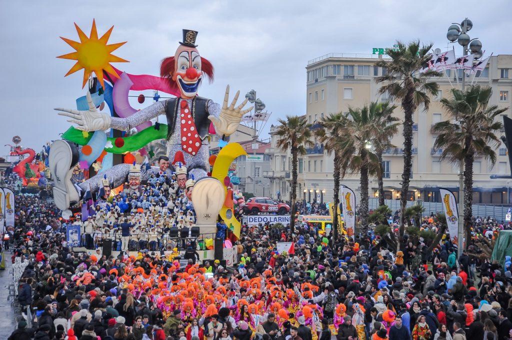 CarnavalViareggio-italiantraditions