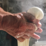 mozzatura-mozzarella-italiantraditions