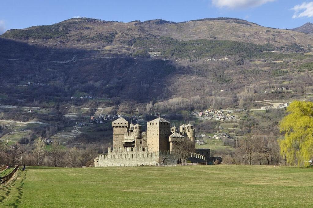 castillo de fénis - italiantraditions
