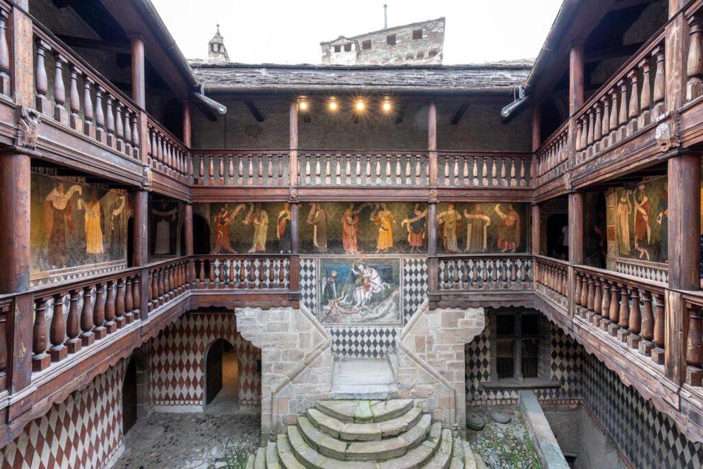 castello di fenis-italiantraditions